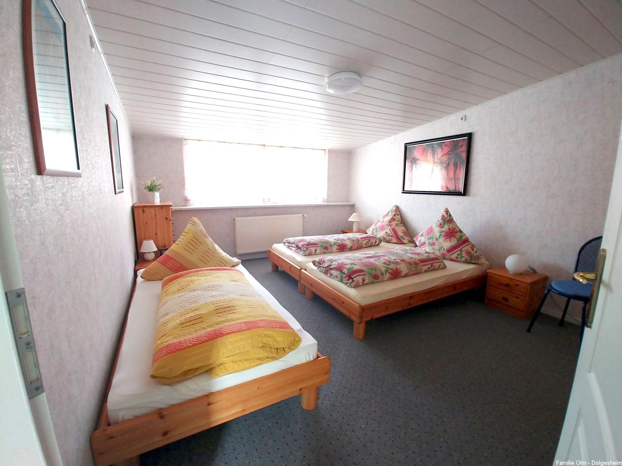 Ferienwohnung Dolgesheim Dreibettzimmer